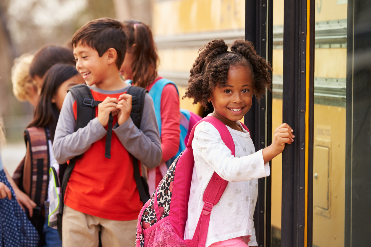kids-boarding-school-bus